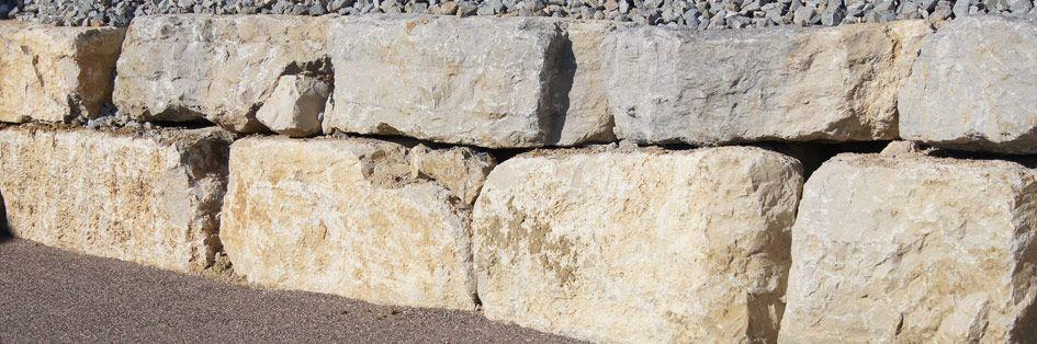 Réalisation de murs d'enrochement